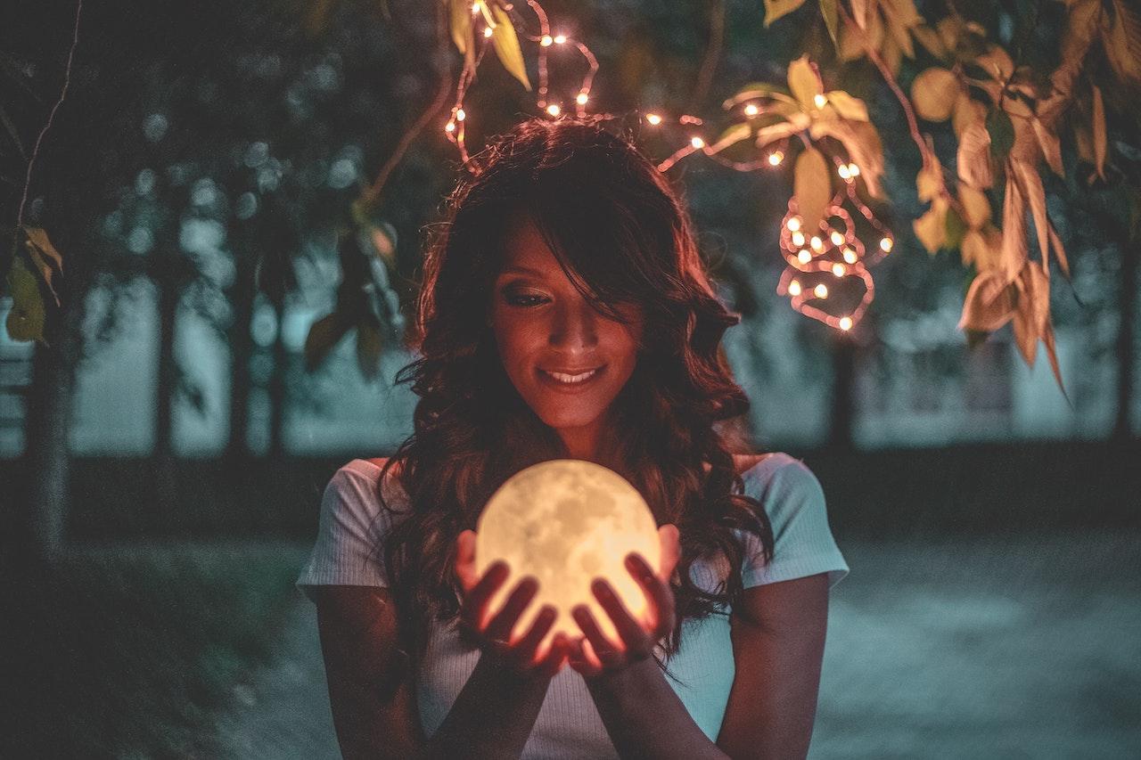 La súper luna llena en Virgo llega para perfeccionar tu vida